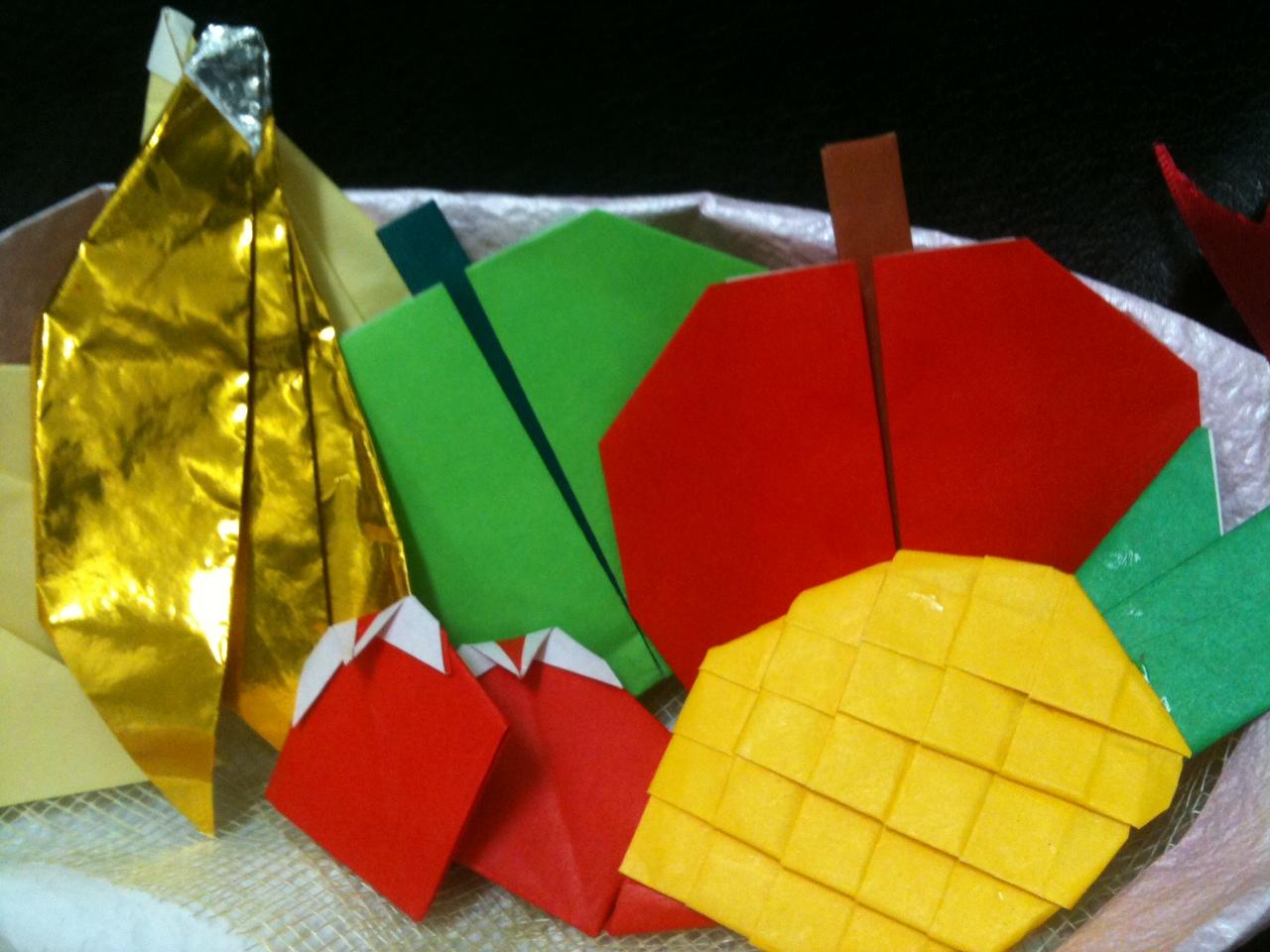 すべての折り紙 折り紙協会 : 黄金色に輝くバナナ、真っ赤な ...